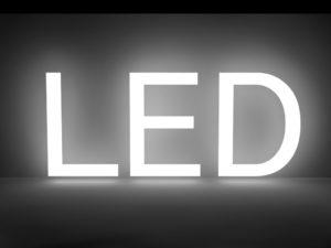 従来の蛍光灯とLED蛍光灯の明るさを比べる時に、気をつけたいポイント