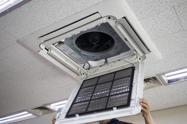 業務用エアコン フィルター清掃
