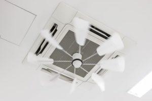 業務用エアコンの単相と三相。電源の違いとは。