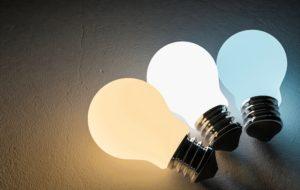 LED蛍光灯の電球色をシーン別に解説!昼光色、昼白色、電球色の違いを説明。これでLED選びも楽々に!